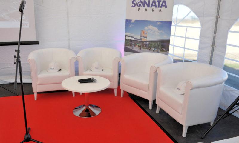 Wynajem krzeseł i foteli stylowe fotele konferencyjne classic white wynajem 800x479