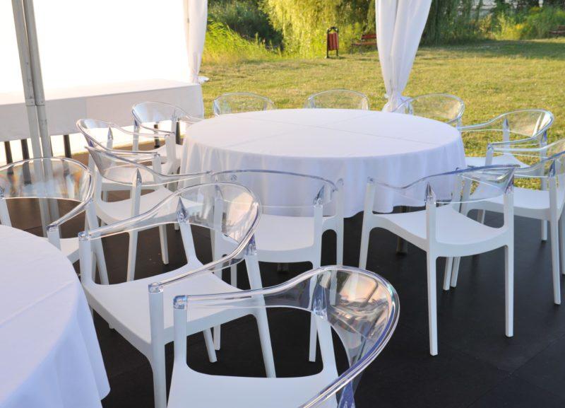 Wynajem krzeseł i foteli wynajem stolow i stolikow 800x577