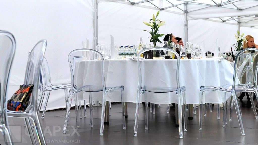wynajem krzesel przezroczystych na imprezy plenerowe wesele Ambroziak