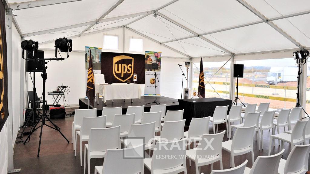 wynajem hali namiotowej sceny krzesla konferencja firmowa UPS